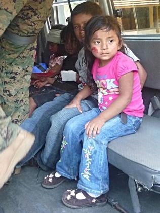 Niñas-en-Ambulancia-de-Comandos