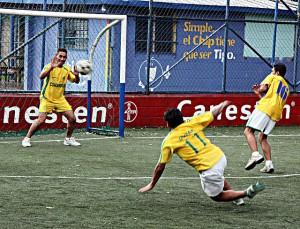 Futbol: Españoles contra Guanacos