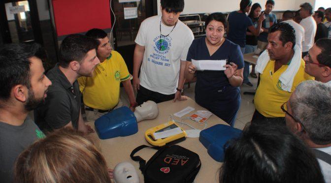 DOCTORES DE LAS AMERICAS CAPACITAN A MEDICOS SALVADOREÑOS
