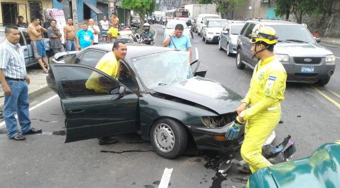Venezuela Blvd Accident leaves Two Injured